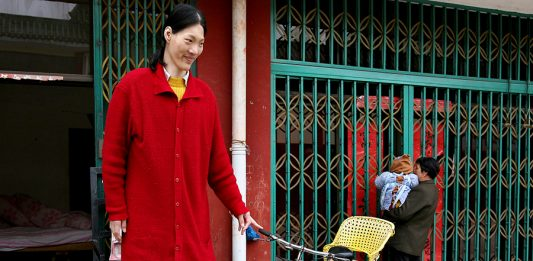 Yao Defen - one of the tallest women in the world ever